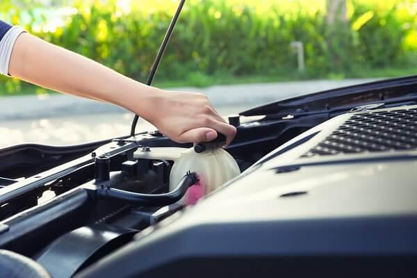Hướng dẫn cách thay nước làm mát ô tô chuẩn nhất bạn không nên bỏ qua